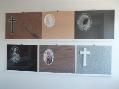 Lápidas en diferentes materiales, gran variedad de posibilidades.