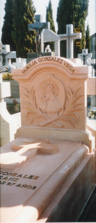Panteón familiar de Piedra Rosa Sepúlveda. Cementerio de San Isidro de Madrid.