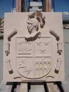 Escudo Familiar de Valmojado (Toledo) de 90 cm. Piedra Rosa Sepúlveda.