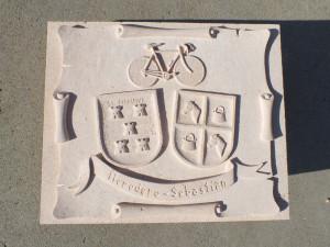 Escudo con los apellidos heráldicos de Heredero-Sebastián de 60 x 40 cm.