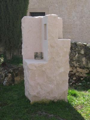 Escultura elaborada con un bloque de Piedra Rosa Sepúlveda.