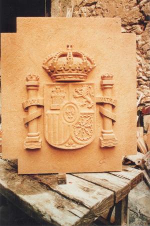 Escudo de España de 1 m. Piedra Rosa Sepúlveda.