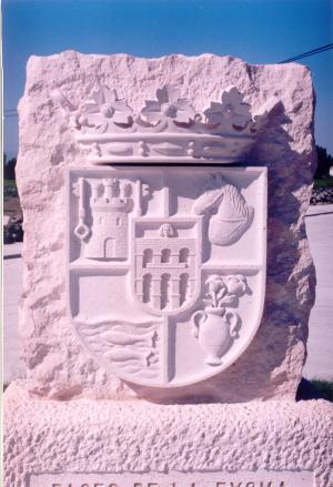 Escudo de la Diputación Provincial de Segovia. Piedra Rosa Sepúlveda. Medidas 110 X 90 cm.