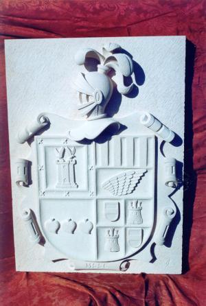 Escudo heráldico de los apellidos Moreno-Sanz-Sauquillo-Cabezas. Piedra Rosa Sepúlveda. Medidas 110 X 80 cm.