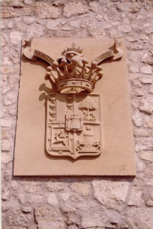 Escudo del Conde de Sepúlveda (Segovia). Piedra Rosa Sepúlveda. Medidas 2 m X 1,5 m.