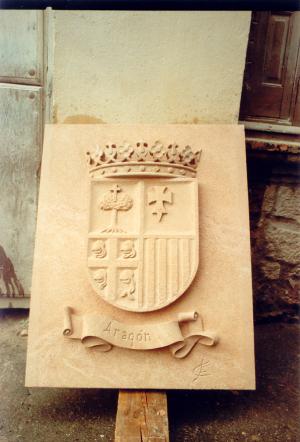 Escudo de Aragón. Piedra Rosa Sepúlveda.  Medidas 100 X 85 cm.