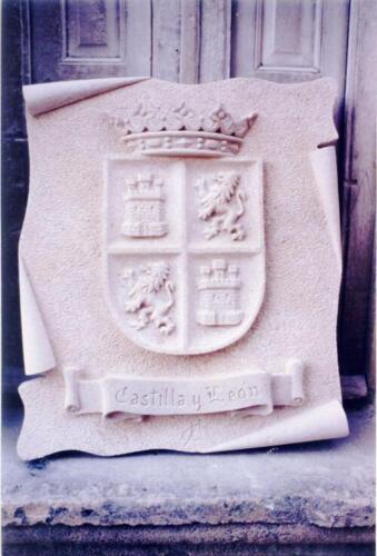 Escudo de Castilla y León. Piedra Rosa Sepúlveda. Medidas 80 X 70 cm.