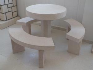 Cenador para jardín circular. Medida 90 cm de diámetro. Piedra Rosa Sepúlveda abujardada.