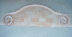 Frontal de piedra Rosa Sepúlveda de 5 x 2 m. para fuente particular en Pedraza (Segovia).
