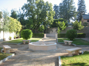 Trabajos para decoración de jardín privado en La Granja de San Ildefonso (Segovia).