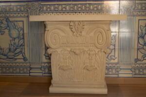 Capitel para mesa de Oficina de Turismo en La Granja de San Ildefonso (Segovia).