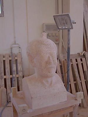 """Busto de Isaac de Frutos """"El carterillo"""" en proceso de ejecución. Sacado de puntos. Piedra Rosa Sepúlveda."""