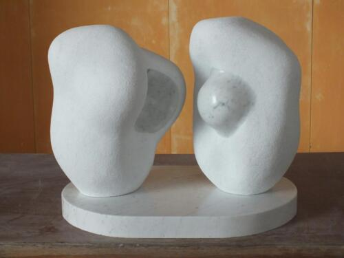 Reproducción de escultura de Pablo Serrano. Mármol de Carrara.