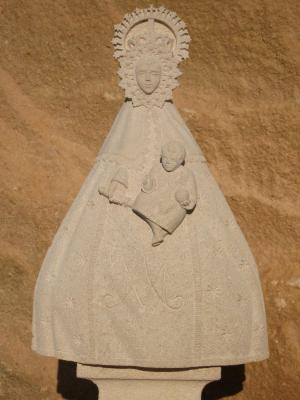 Virgen del Barrio-Valleruela de Sepúlveda de 65 cm de alto. Piedra Rosa Sepúlveda.