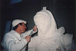 Reproducción de Santa María de la Cabeza, escultura de Ramón Chaparro para la Catedral de Madrid. 3,5 m de alto. Piedra Caliza de Andalucía.
