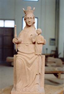 Virgen de la peña, patrona de Sepúlveda (Segovia) 90 cm de alto. Piedra Rosa Sepúlveda.