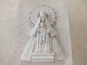 Virgen del Henar de 60 cm. Piedra de Campaspero.