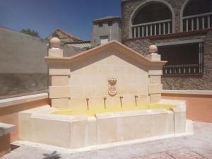 Fuente de 4 caños con escudo municipal de Borox (Toledo).