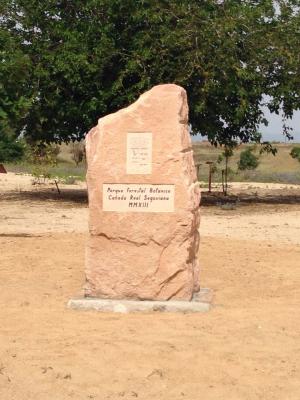 Monolito en parque Público de Valmojado (Toledo) Piedra Rosa Sepúlveda.
