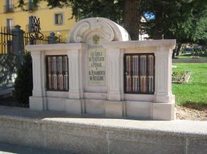 Canapé de los libros en La Granja de San Ildefonso (Segovia). Piedra Rosa Sepúlveda.