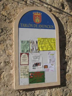 Tablón de anuncios del Ayto. de Sepúlveda de 2m de alto, elaborado en Piedra Rosa Sepúlveda.