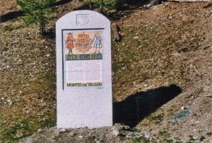 Mural informativo en el Camino de Santiago a su paso por Segovia. Granito gris.