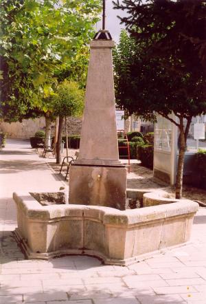 Fuente de Piedra Rosa Sepúlveda en parque público de Tordesillas (Valladolid).