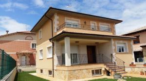 Recercado de ventanas, esquinas y columnas en vivienda particular de San Esteban de Gormaz (Soria).