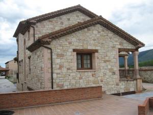 Trabajos en Piedra Rosa Sepúlveda. Vivienda unifamiliar en Arcones (Segovia).