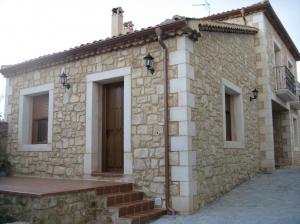 Trabajos en Piedra de Campaspero. Vivienda unifamiliar en Rades de Pedraza (Segovia).