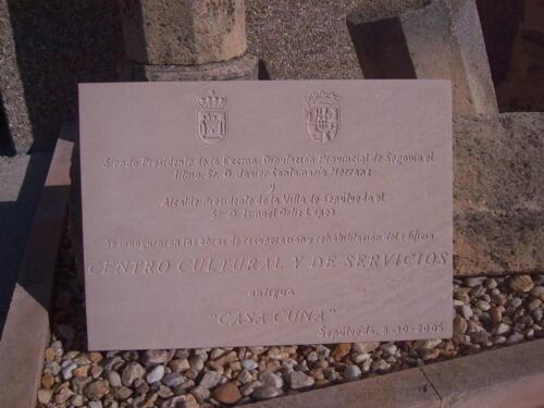 Placa conmemorativa de la inauguración del Centro Cultural y de Servicios en Sepúlveda  (Segovia) 40 x 30 cm.