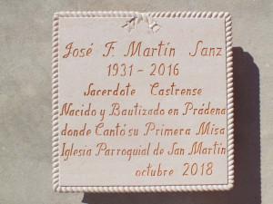 Placa con inscripción conmemorativa en la Iglesia de Prádena (Segovia) de 80 x 80 cm.