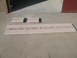Placas colocadas en el Castillo de Castilnovo en la provincia de Segovia. 300 x 40 cm y 45 x 30 cm.