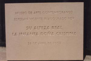 Placa Conmemorativa de la inauguración del museo Esteban Vicente en Segovia por su Alteza Real la Infanta Doña Cristina. 45 x 35 cm.