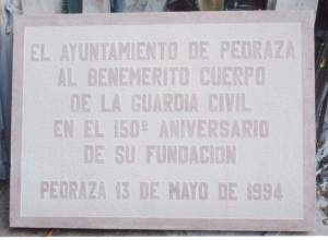 Placa dedicada a la Guardia Civil, en el cuartel de Pedraza (Segovia) 80x55 cm.