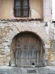 Arco del siglo IX-X antes de ser restaurado.