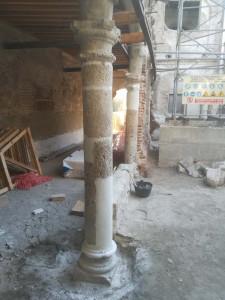 Columna restaurada, empleando mortero restaurador. Claustro del antiguo hospital de Torrijos (Toledo).