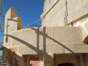 Sillares en la restauración del castillo de Turégano (Segovia).