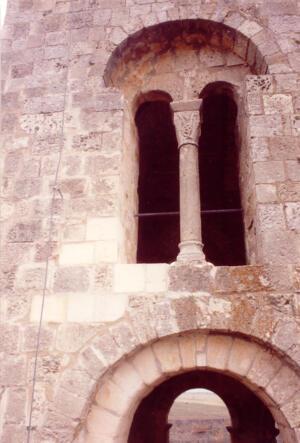 Restauración en la torre de la iglesia de El Salvador en Sepúlveda (Segovia). Románico Siglo XI.