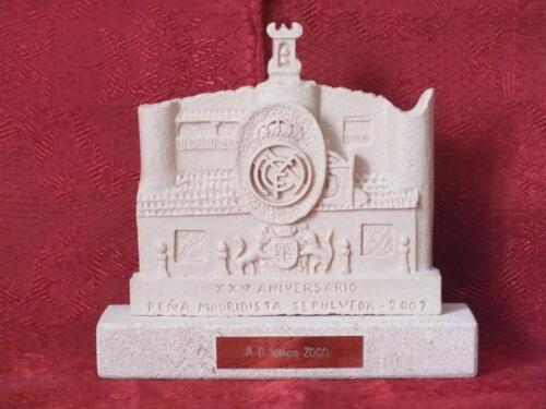 """Obsequio de resina imitación Piedra Rosa Sepúlveda. """"25 Aniversario de la Peña Madridista Sepúlveda""""."""