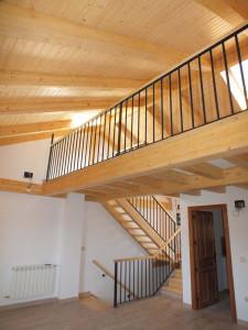 Bajo cubierta y altillo de madera en vivienda unifamiliar.