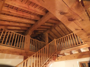 Construcción con madera vista en vivienda particular.