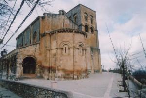 Pavimentación entorno a la iglesia románica de El Salvador de Sepúlveda.