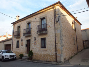 Edificio rehabilitado para centro de Turismo Rural en Urueñas (Segovia).