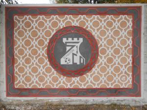 Mural del Club Polideportivo Sepúlveda elaborado con esgrafiado Segoviano.